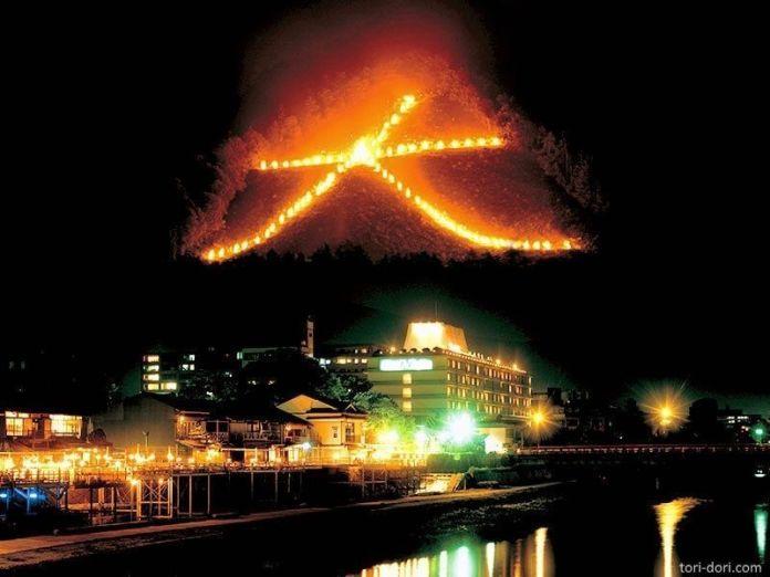 Festivales de Japón: el Gozan No Okuribi (五山送り火) de Kioto, celebrado en verano, el 16 de agosto
