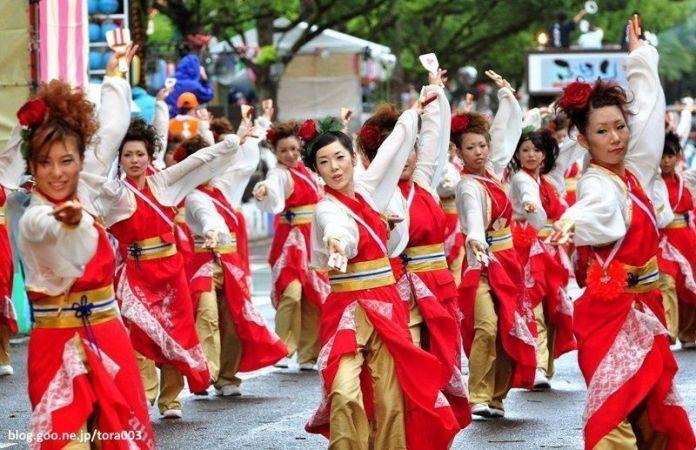 Festivales de Japón: el Yosakoi Matsuri (よさこい祭り), celebrado anualmente del 9 al 12 de agosto en la ciudad de Kōchi (Shikoku)