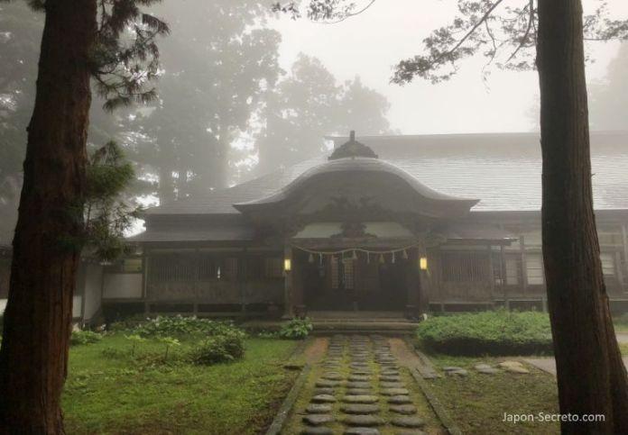 Japón. Ruta de peregrinación Dewa Sanzan. Dormir en un templo del Monte Haguro (Hagurosan). Alojamiento. Hagurosan Saikan. Shukubo