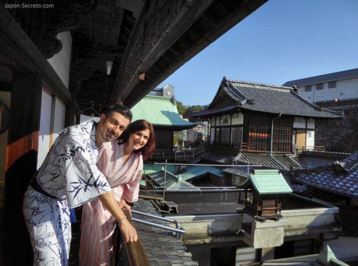 Viajar a Shikoku. Dogo Onsen (Matsuyama, Ehime). Casa de baños Dogo Onsen Honkan. Vistas desde la habitación privada.