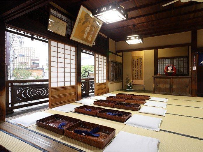 Viajar a Shikoku. Dogo Onsen (Matsuyama, Ehime). Casa de baños Dogo Onsen Honkan. Sala de descanso de Kami No Yu