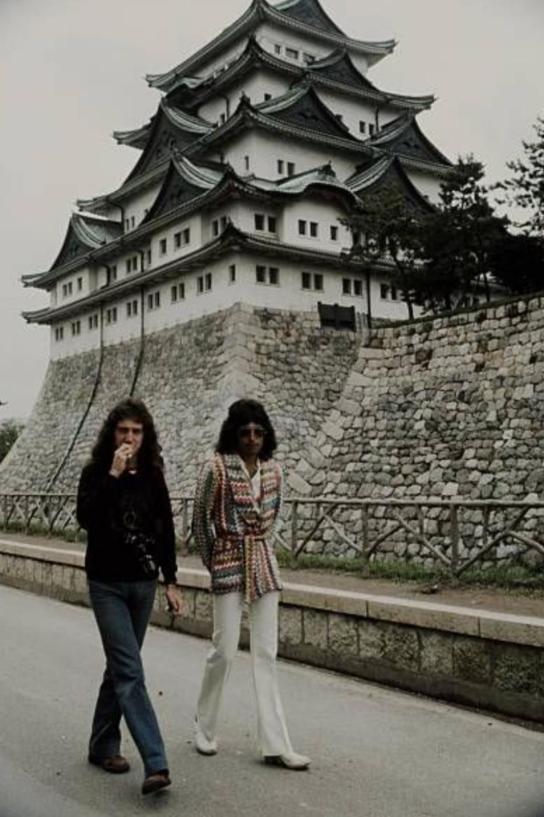 Freddie Mercury y John Deacon en Nagoya (Japón). 22 de abril de 1975