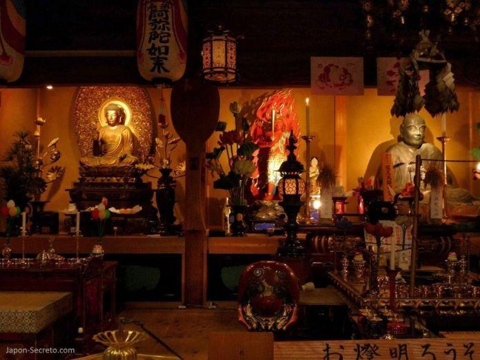Viajar al Monte Koya o Koyasan: altar de budismo Shingon