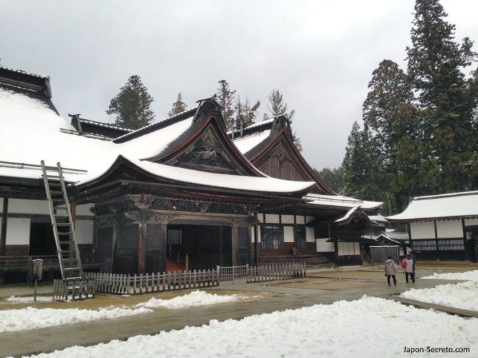 Viaje al Monte Koya o Koyasan: templo Kongobuji. Nieve en invierno