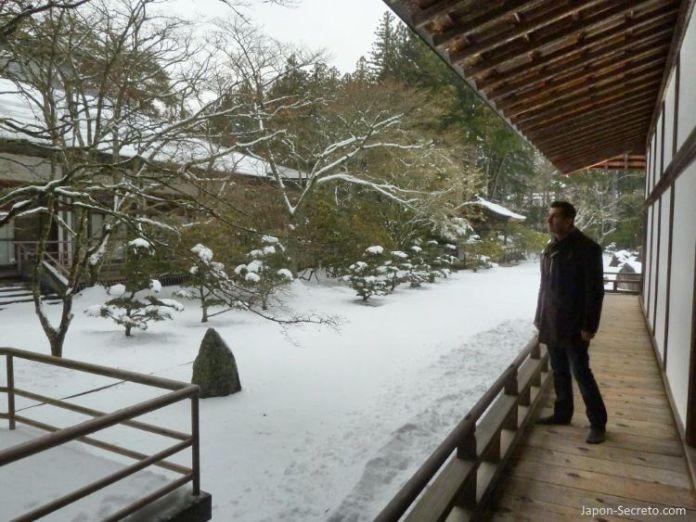 Viaje al Monte Koya o Koyasan (Wakayama): Kongobuji. Pasillos exteriores. Nieve en invierno