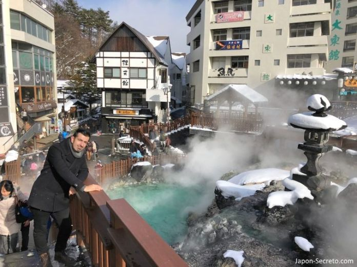 El Yubatake de Kusatsu. Viajar a Kusatsu Onsen en invierno, el pueblo balneario más famoso de Japón. Una perfecta excursión desde Tokio.