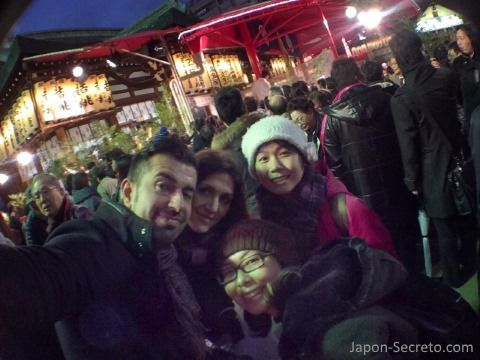 En el festival Tōka Ebisu Taisai con Miyuki y Keiko