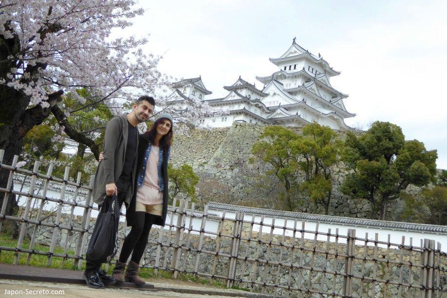 Visitando el castillo de Himeji (姫路城) en la primavera de 2016 con amigos de Osaka.