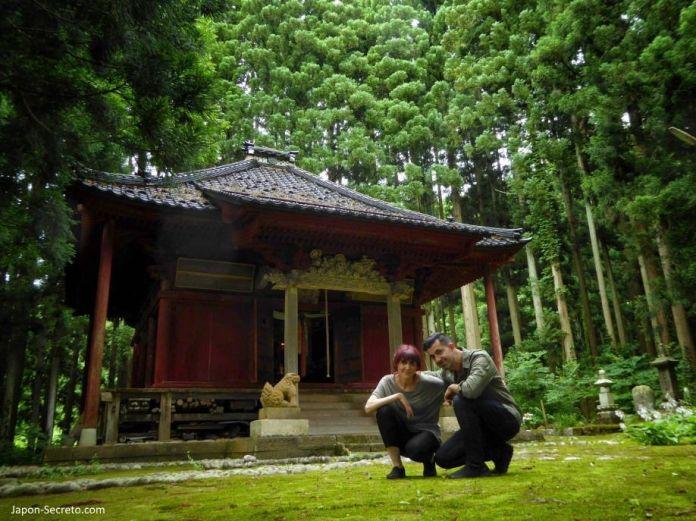 Sokushinbutsu, momias en Japón: acceso a la sala que contiene el buda viviente de Honmyoji (Tsuruoka, Yamagata). Tohoku.