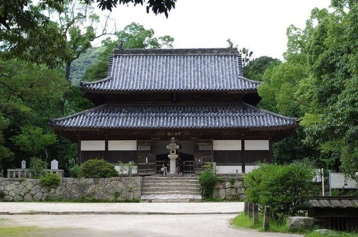 Sokushinbutsu, momias en Japón: Kanzeonji, ubicación de los restos de Bukkai