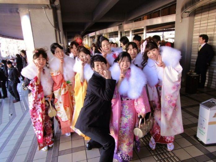 """Celebrando el Día de la Mayoría de Edad (成人の日, """"Seijin No Hi"""") en Tokio en 2011"""