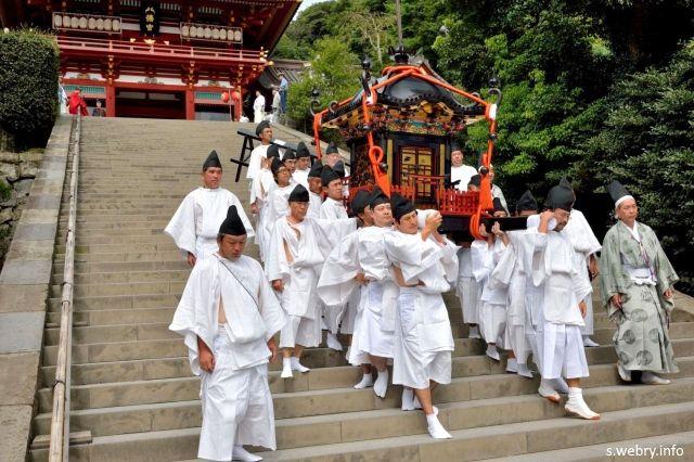 Festivales de Japón: Tsurugaoka Hachimangu Reitaisai de Kamakura. Procesión del mikoshi o santuario portátil