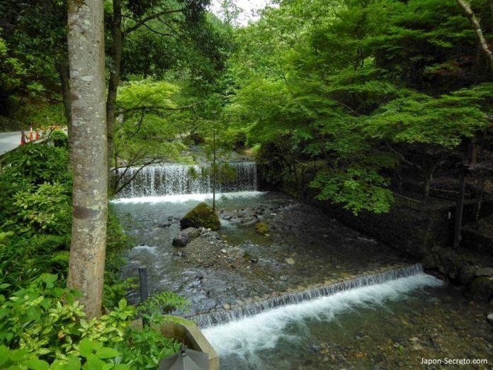 Río Kibune. Excursión a Kibune (Kioto) en verano.