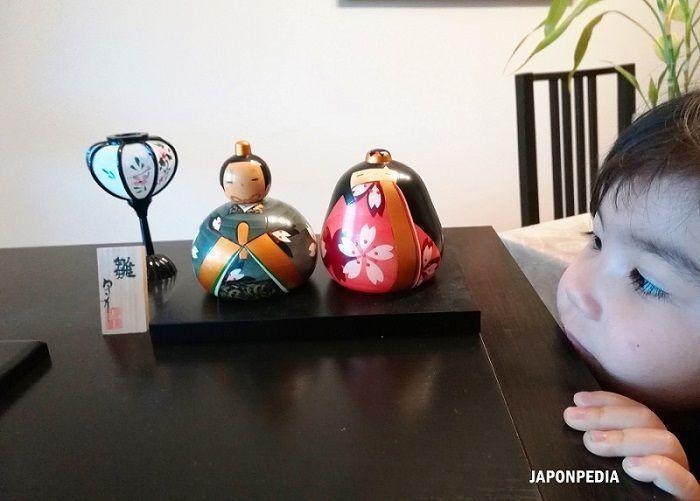 bebé japonesa en su primer hinamatsuri