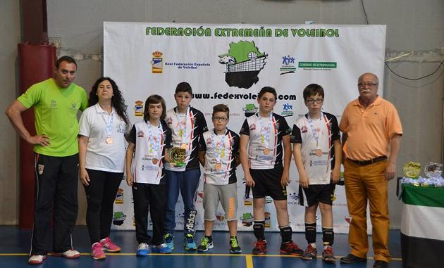Medalla de bronce para el alevín de Club Voleibol Jaraíz