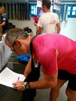 Realizando la firma de la inscripción