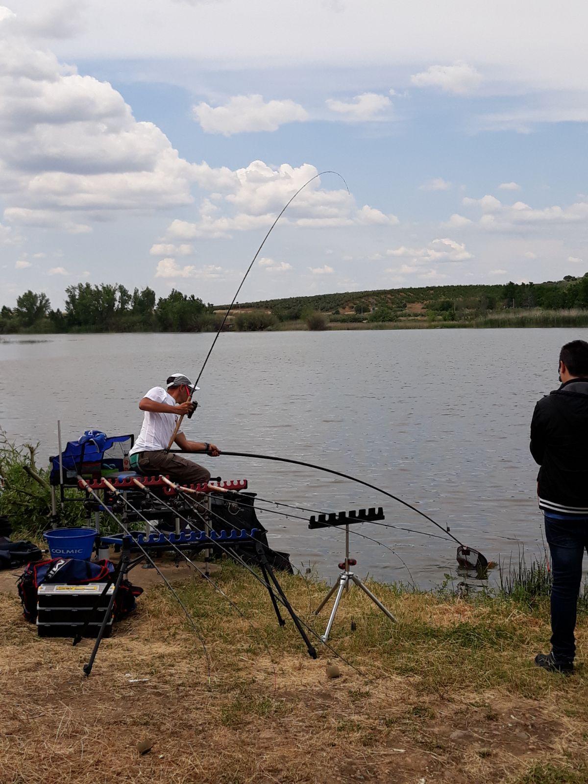 El Jaraiceño Carlos Labrador Diploma Nacional de Pesca con Cebador