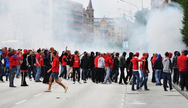 Fotbollshuliganer – mänsklighetens ynkedom