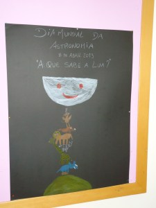 """""""A que sabe a lua..."""" Trabalho realizado pelas crianças da sala dos 5 anos"""