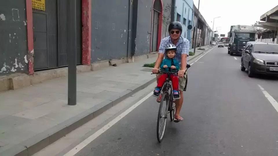 Paz, amor e bicicleta: A madame do sedã