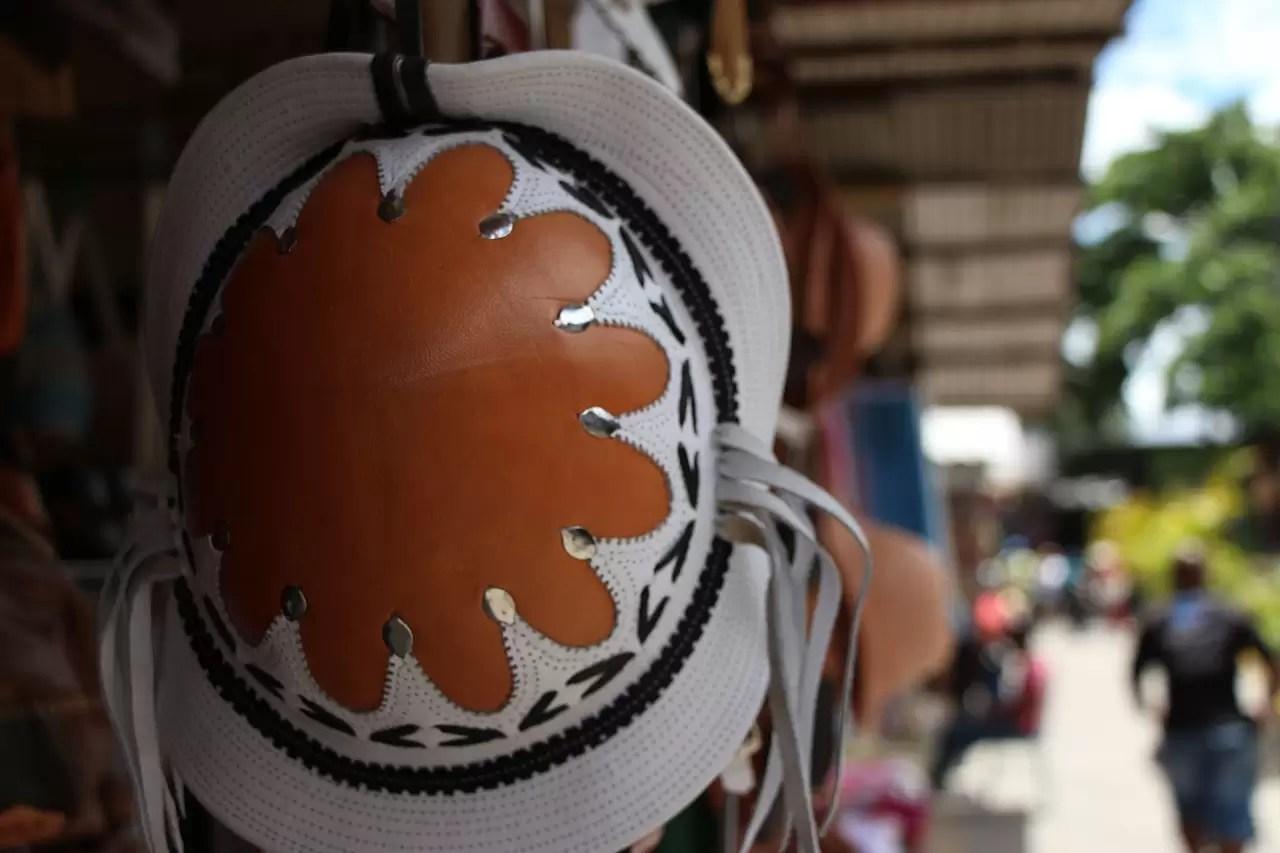 hat-607304_1280(2)