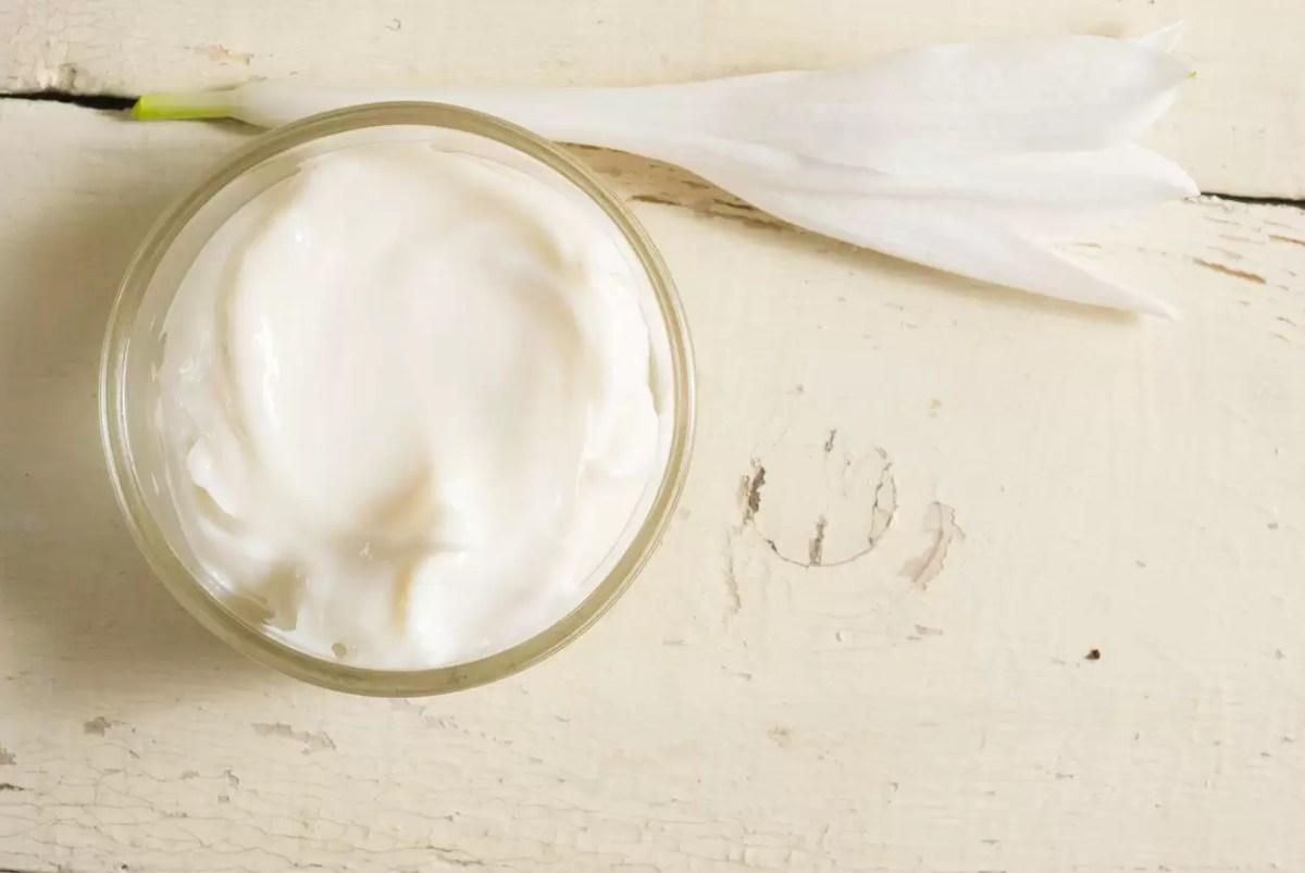 Aprenda a fazer creme antirrugas com ingredientes naturais