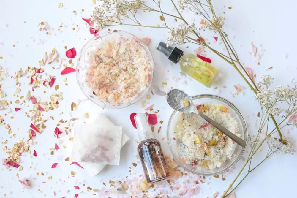 Aprenda como fazer um kit completo de cosméticos naturais