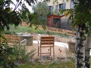 Définition Jardin thérapeutique des bancs adaptés