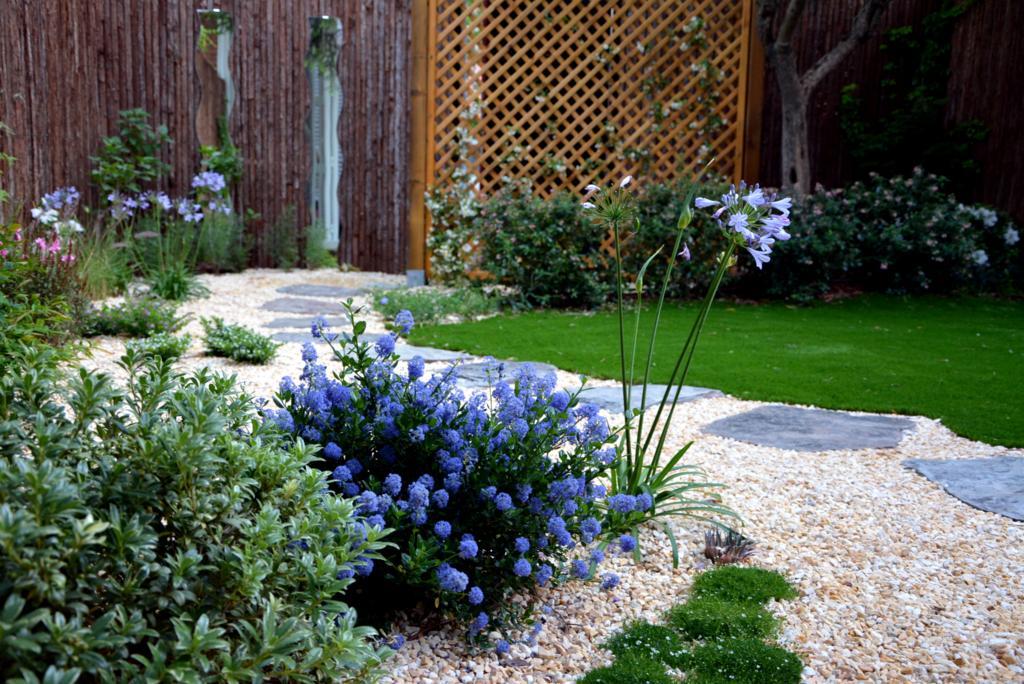 El antes y despu s de un peque o jard n jardines con alma for Ideas paisajismo jardines