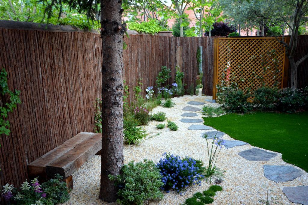 El antes y despu s de un peque o jard n jardines con alma for Jardines pequenos para exteriores