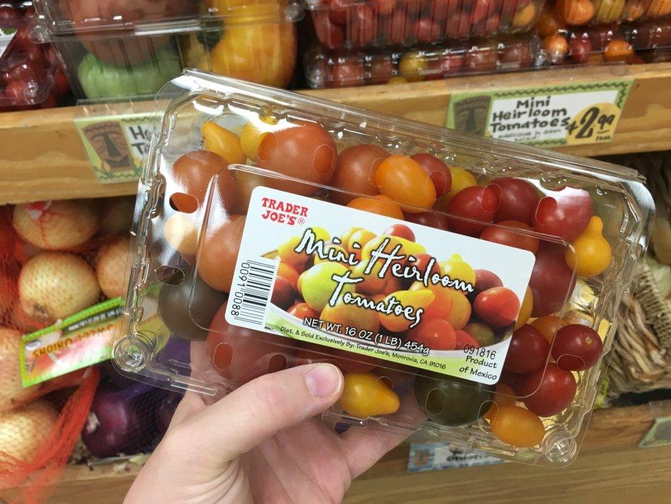 Tomates cerises ancestrales «mystère» en barquette.