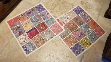 """Housse de coussin """"Patchwork"""" fabriquée à partir de vieux tissus sertis de perles et de strass, fermeture éclair, INDE - Dimension : 41 cm x 41 cm - Prix de vente : 25€."""