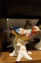 Moineau sur branche en porcelaine peint à la main, CHINE - Prix de vente : 45€.