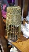 """Photophore """"Lampe"""" avec abat-jour en perle tissée sur organza, pied en fer, INDE - Prix de vente : 12€."""