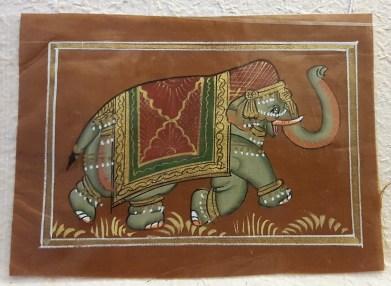 Pitchway peint à la main sur tissu représentatif de scène indienne, INDE - Dimension : 12.5 cm x 17 cm - Prix de vente : 7€.