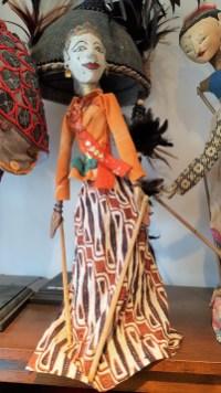 """Marionnette """"Wayang Galek"""" utilisée lors de spectacles traditionnels sur jeu d'ombres, JAVA - Années 1950 - Prix de vente : 90€ ."""
