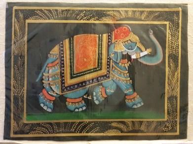 Pitchway peint à la main sur tissu représentatif de scène indienne, INDE - Dimension : 24 cm x 32 cm - Prix de vente : 23€.