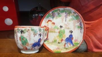 Tasse en porcelaine japonaise, décor peint à la main, JAPON - Prix de vente : 12€.