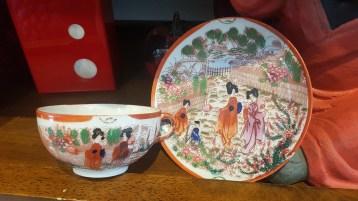 Tasse en porcelaine japonaise, décor peint à la main, JAPON - Prix de vente : 15€.