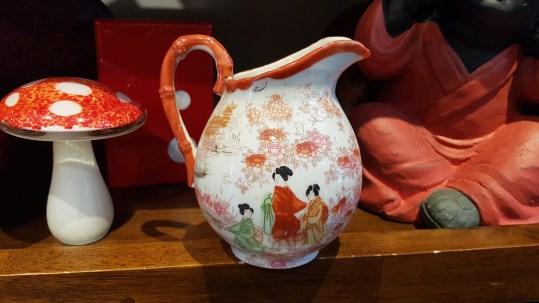 Verseuse à lait en porcelaine japonaise, décor peint à la main, JAPON - Prix de vente : 20€.