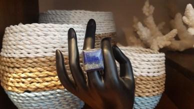 Bague en lapis lazuli, montage en argent, INDE - Prix de vente : 60€.