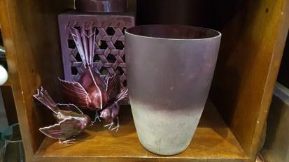Photophore en verre opaque mauve, INDE - Prix de vente : 30€.
