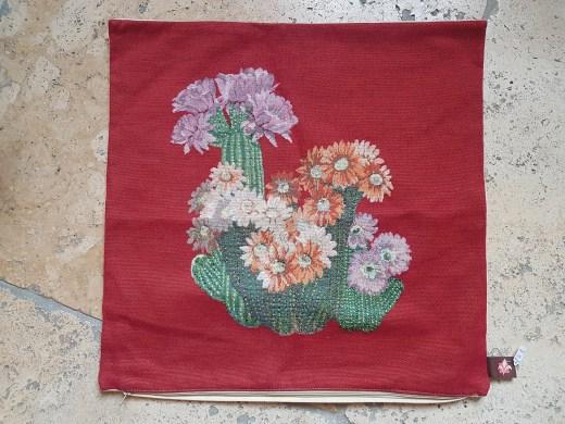 """Housse de coussin """"Cactus"""" en coton doublé d'une toile en coton, fermeture éclair, FRANCE - Dimension : 50 cm x 50 cm - Prix de vente : 65€."""