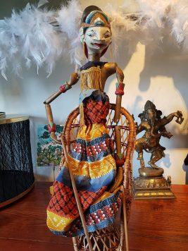 """Marionnette """"Wayang Galek"""" utilisée lors de spectacles traditionnels sur jeu d'ombres, JAVA - Années 1950 - Prix de vente : 95€."""