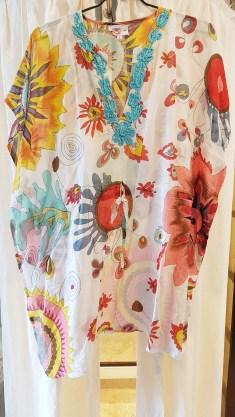 Kaftan en voile de coton imprimé, lien à la taille, INDE - Prix de vente : 45€.