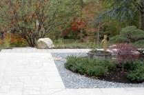 La terrasse et le jardin se mettent réciproquement en valeur