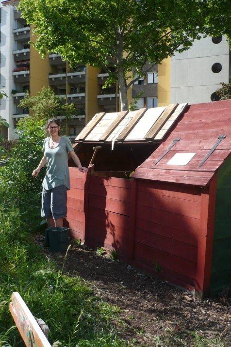 Amelie devant le compost