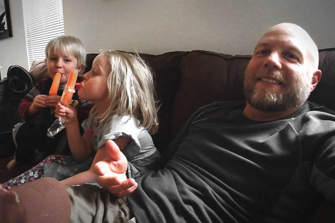 Cameron and Emma eating popsicles