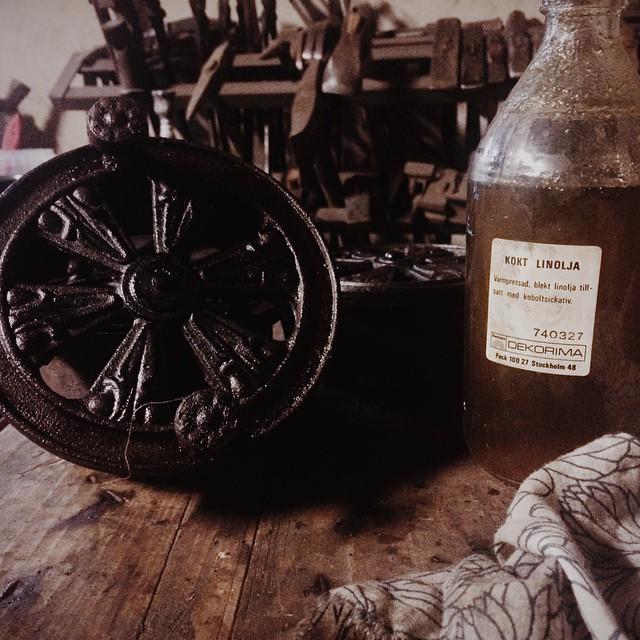 Rosettventiler restaurerade, omnitade och svetsade där de var spruckna. Linoljebrända som rostskyddsbehandling