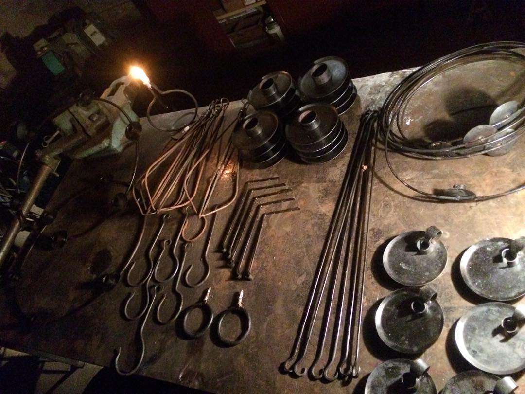 Dagens slut, klart  för morgondagen. Allt kommer finnas hos Tranes Handelskompagni. ?? Forged fire things, ready for the weekend. @lasen69